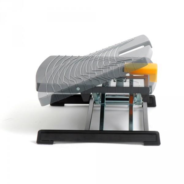 Angle adjustable footrest