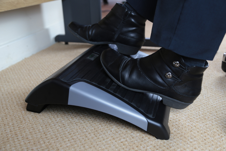 The perfect adjustable footrest for offices